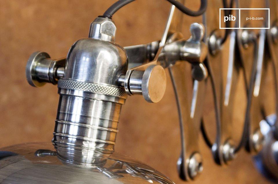 Un accesorio de iluminación original que es una reminiscencia de locales industriales de mediados