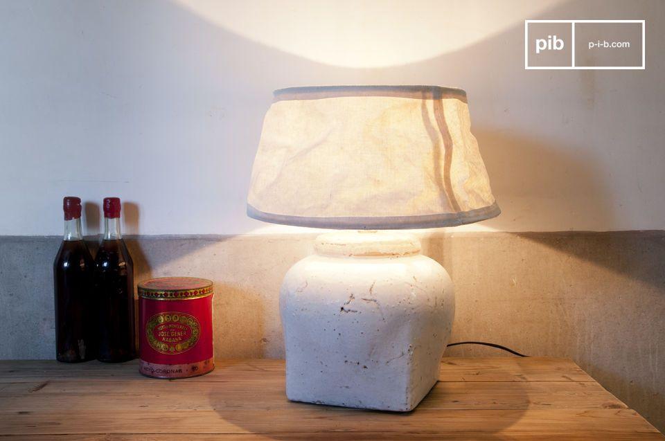 Esta lámpara blanca terracota esmaltada tiene un encanto propio