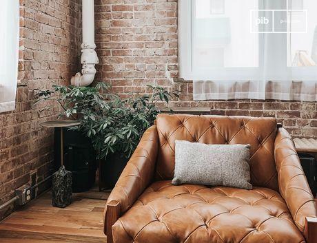 Las paredes desnudas, las instalaciones metálicas y los muebles sin pulir dan un fuerte carácter a un espacio vital.