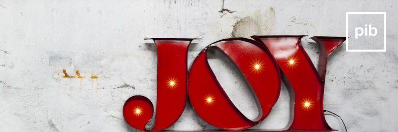 Letras decorativas industriales vintage pronto de nuevo en la colección