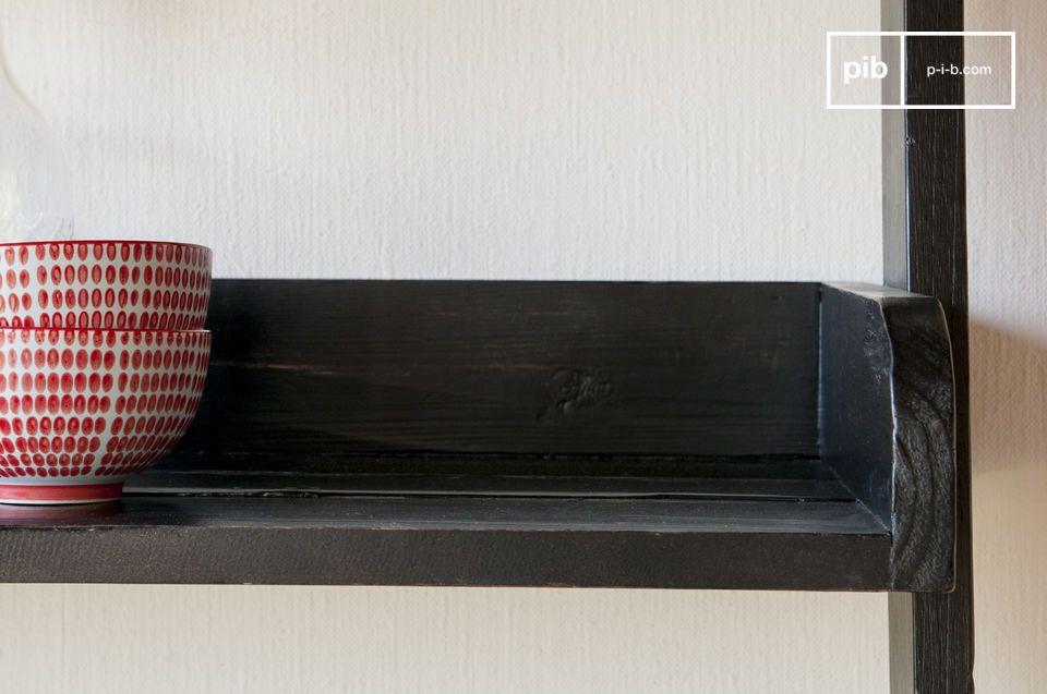 Una librería que destaca el encanto de la madera vieja reciclada: la librería de madera negra de