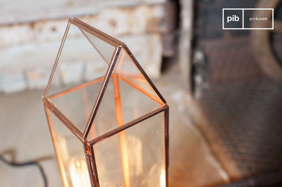 La Linterna de vidrio Emma es un accesorio de época que es seguro que le seducirá con su encanto