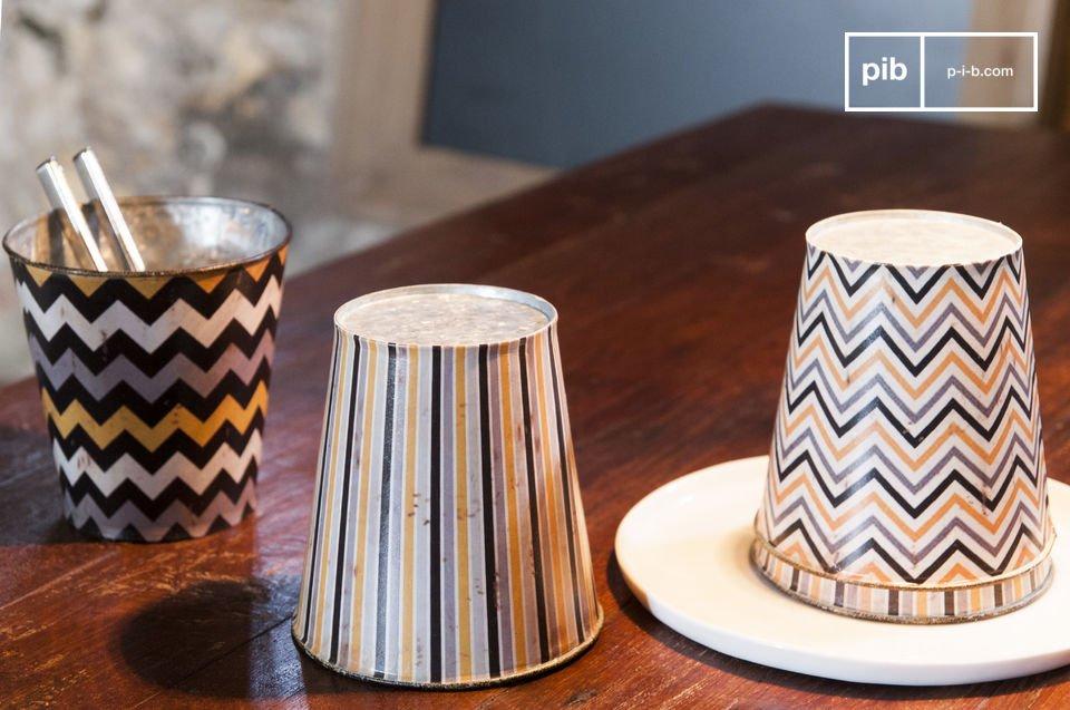 Las cuatro macetas Adire son pequeños accesorios decorativos con encantador estilo Shabby Chic