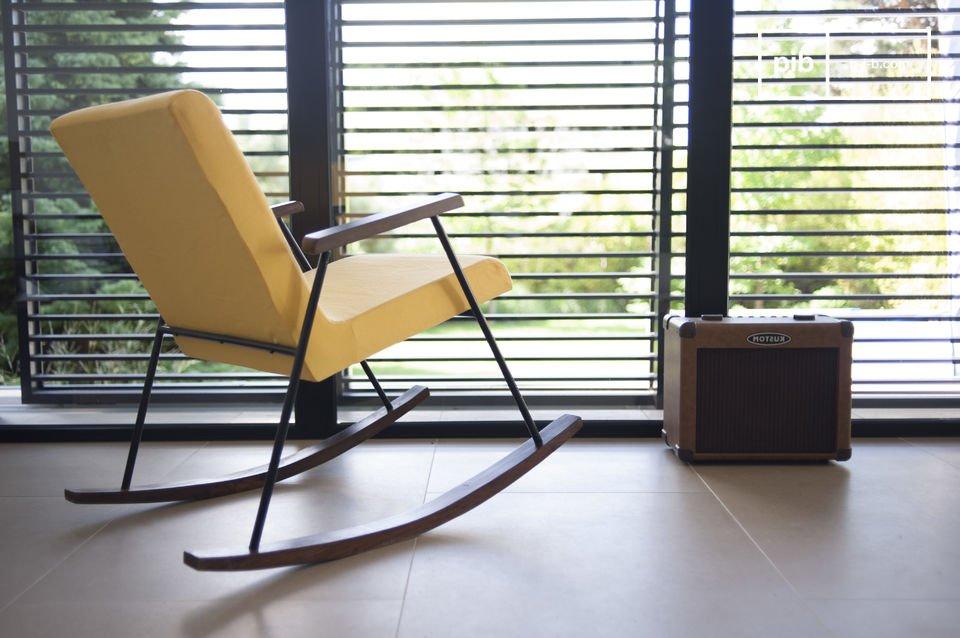Usted apreciará la ergonomía y la densa espuma de este asiento