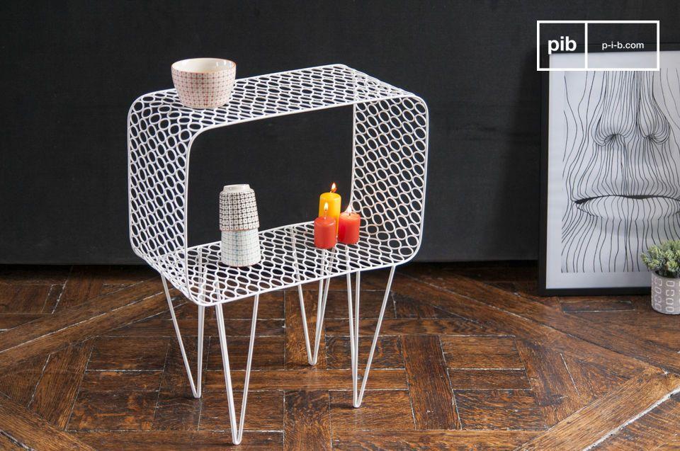 La mesa Andover está hecha completamente de metal y tiene un hermoso color blanco