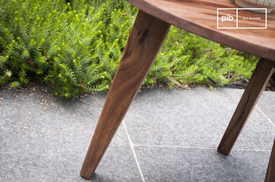 La estética de estas mesas en crudo trípode tomán su inspiración de la mitad del siglo XX