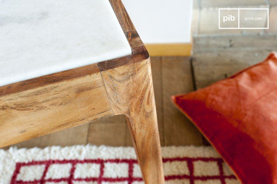 La mesa tiene un contraste de una parte de la diferencia entre el mármol blanco de su junta y la
