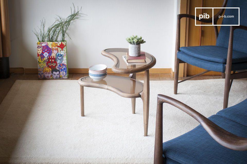 El diseño lúdico y vintage de una mesa auxiliar con un diseño de frijoles