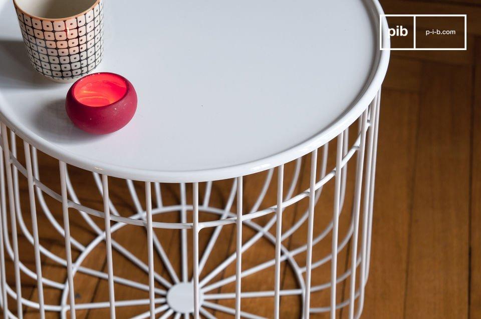 La mesa auxiliar Maitär es un objeto de diseño hermoso que es bastante práctico