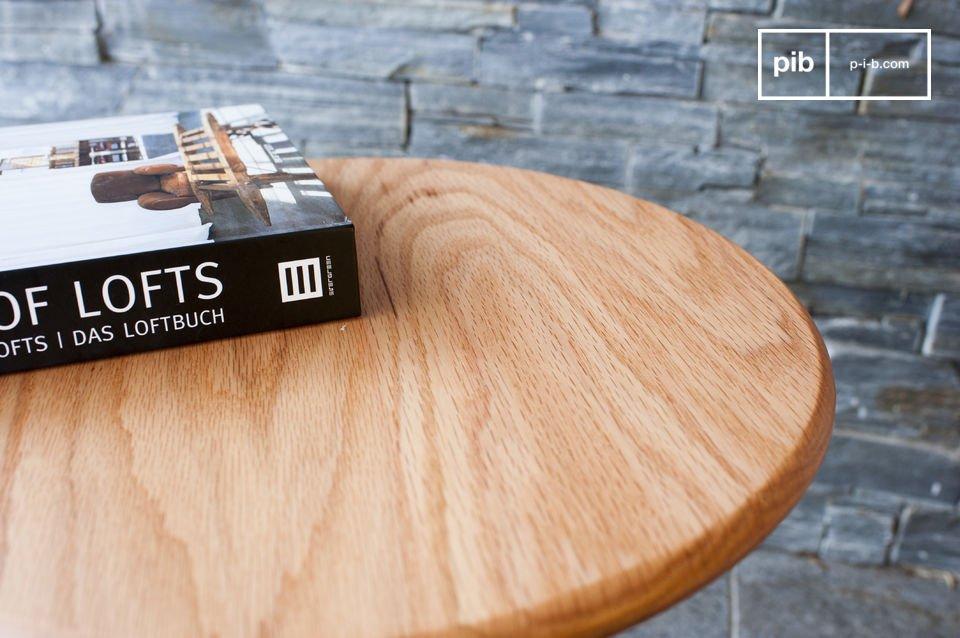 La mesa auxiliar Ninféa es un ejemplo perfecto de la elegancia minimalista de diseño escandinavo