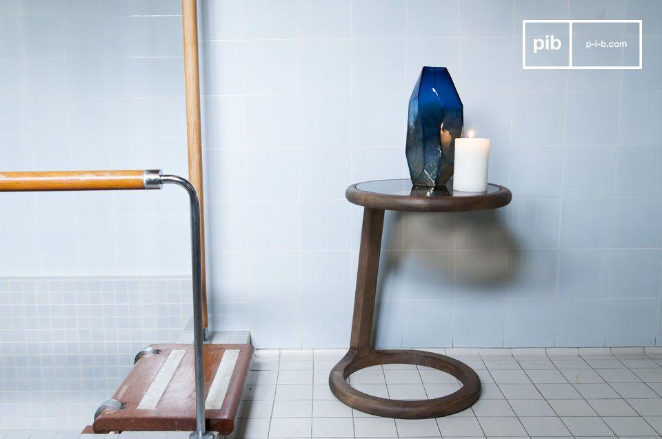 La armonía de la madera y el cristal en una elegante redondez vintage