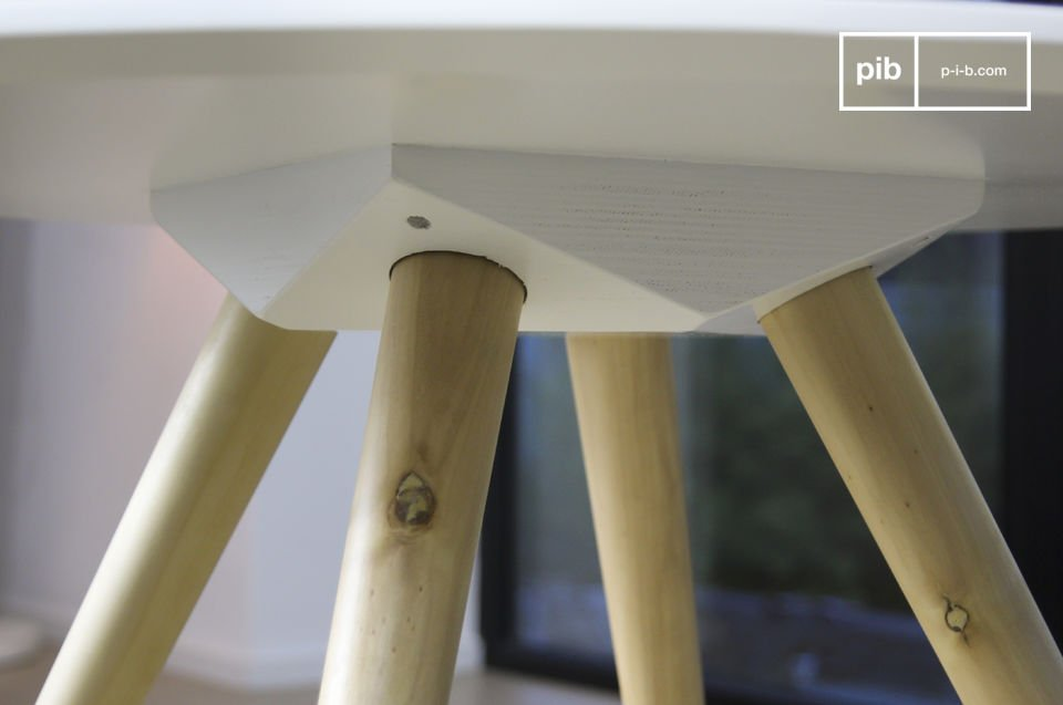 El estilo nórdico vintage de la mesa Beel se verá bien en el extremo de un sofá