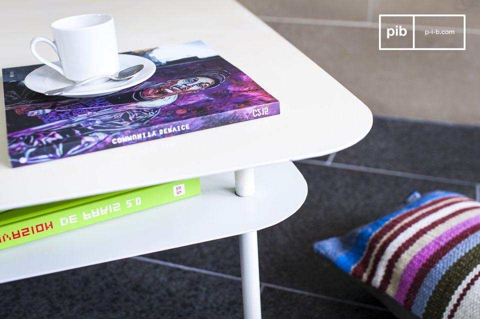 Una mesa blanca con mucho espacio