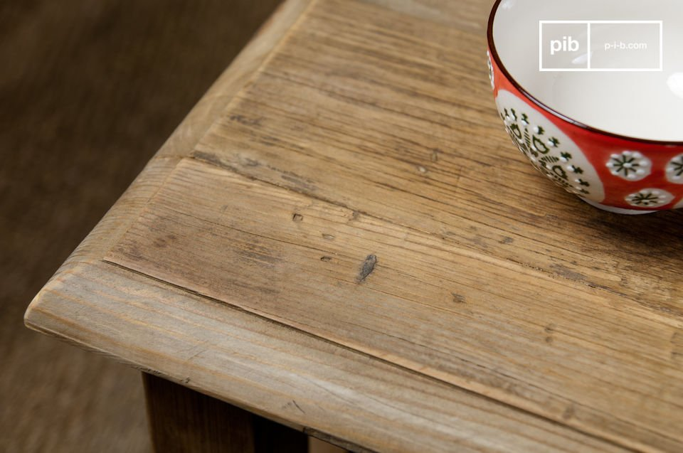 La línea de esta mesa se mantiene sobria