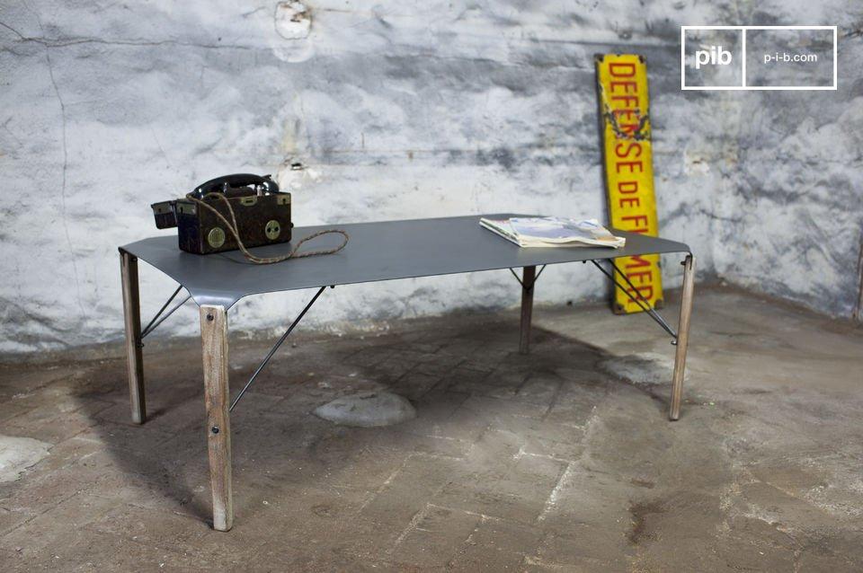 Mesa baja al estilo industrial, madera y metal