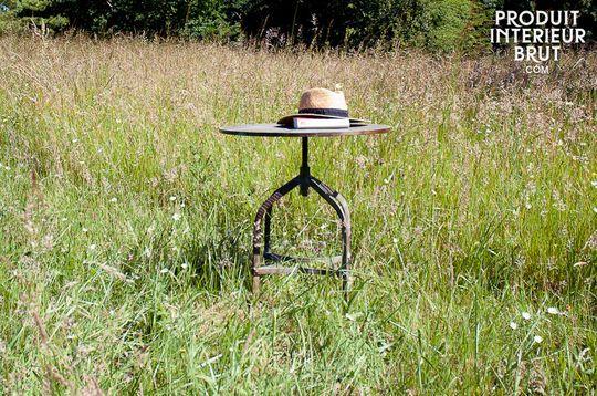 Mesa bistro con tablero perforado