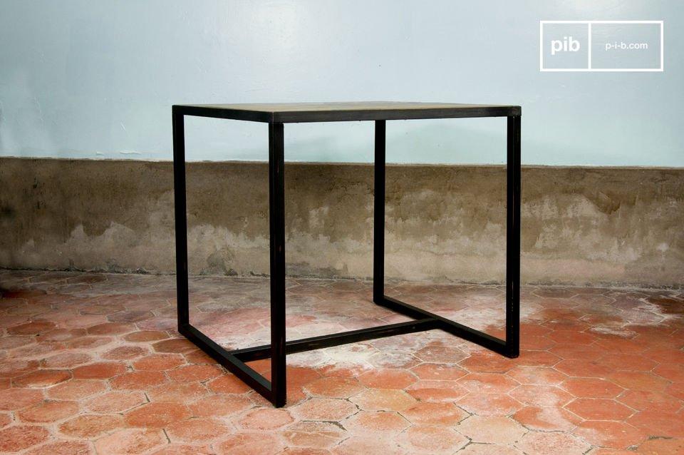 Diseño muy sencillo, madera de olmo en un marco metálico