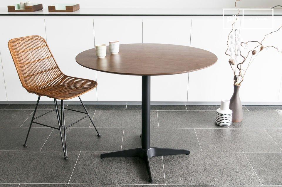Una mesa estilo escandinavo con todo el estilo de los años 60