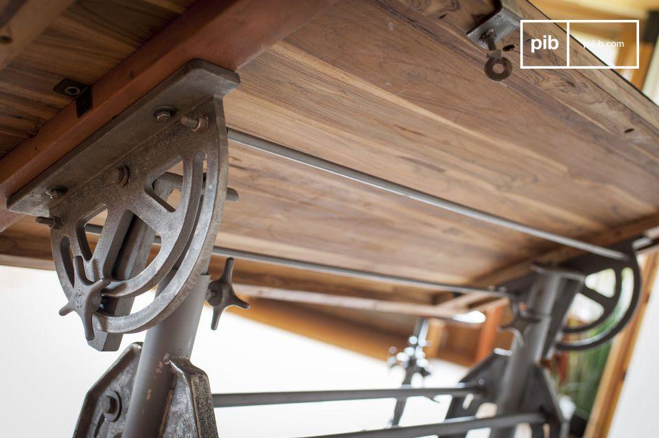 Esta madera maciza procede de antiguas construcciones de madera o de viejos barcos