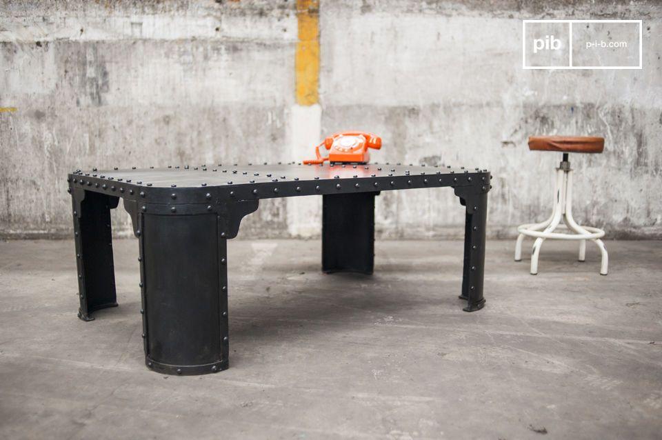 Una mesa industrial hecha 100% de acero