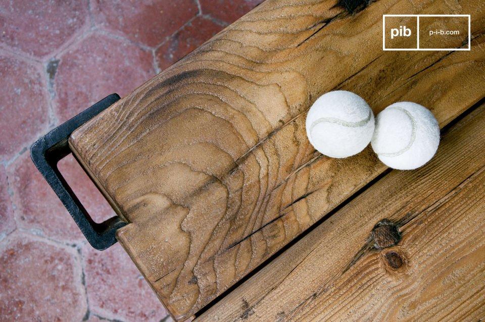 Una mesa con todo el carácter con el diseño de los carritos de taller