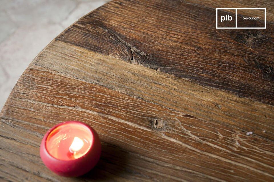 La mesa de centro Club es un gran ejemplo de una pieza de mobiliario que combina elegancia y un