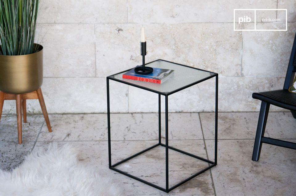 Una sorprendente mesa de centro cúbica de cristal de granito en estilo industrial