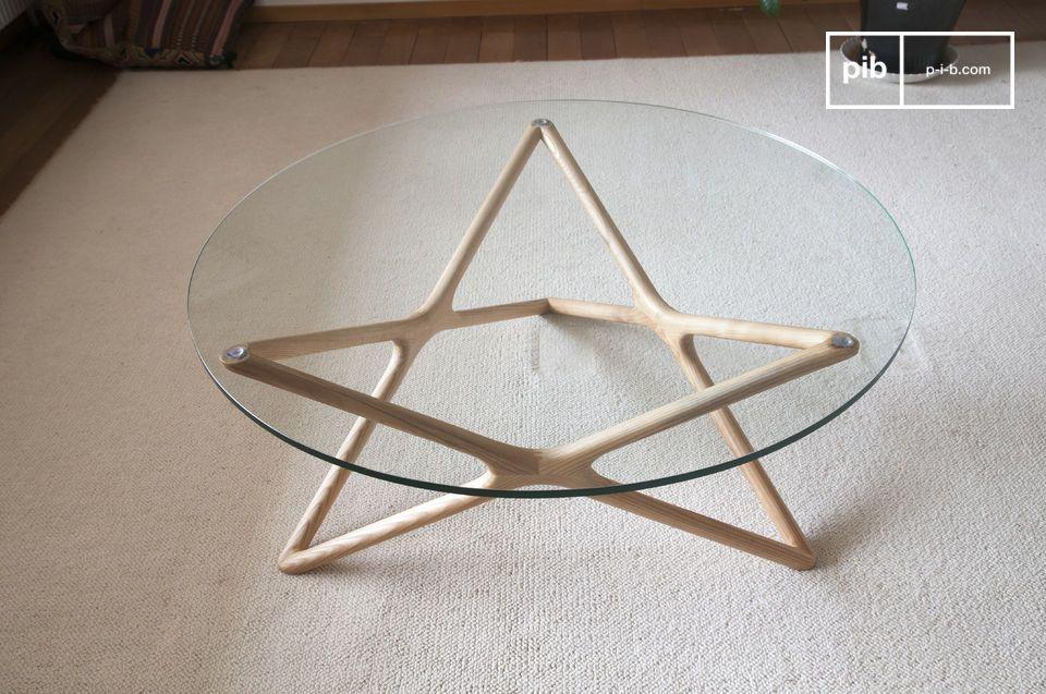 Las líneas particularmente discretas y refinadas de la mesa de cristal Estrella dan a los muebles