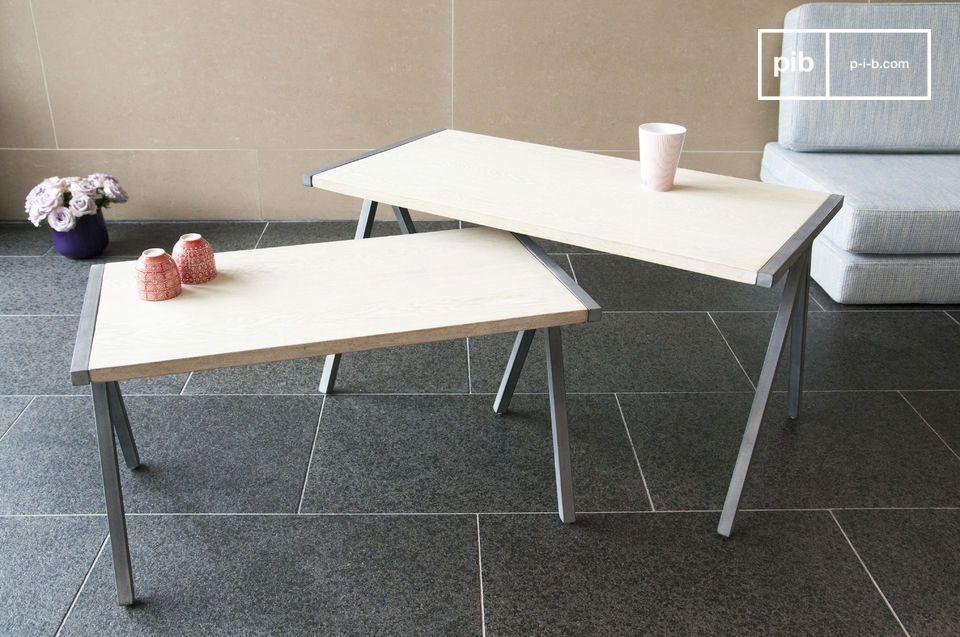 La mesa de centro Arlanda es un ejemplo encantador de la combinación de madera maciza y el metal