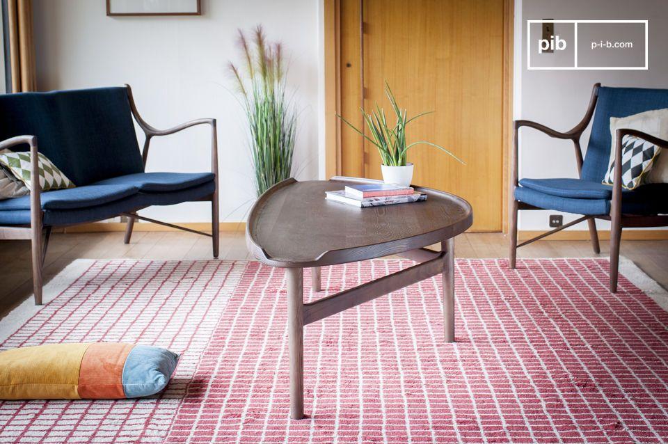 Una mesa baja de madera maciza ideal para varios usos