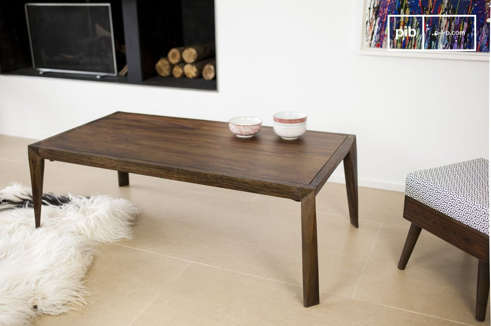 La mesa de centro Kitell es una hermosa pieza de mobiliario que le dará toda uhn toque elegancia a