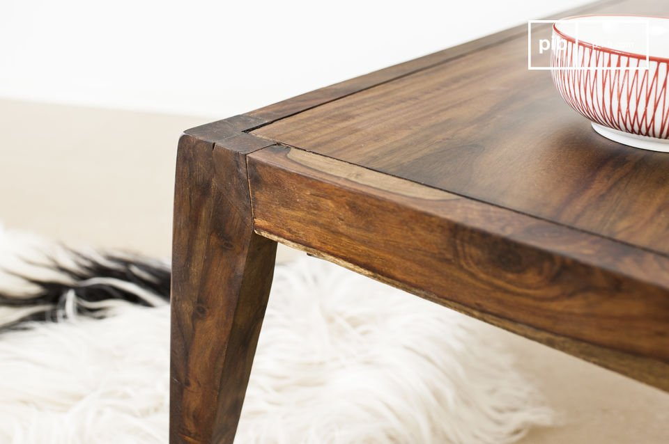 Diseñada en su totalidad de madera sólida de rosal