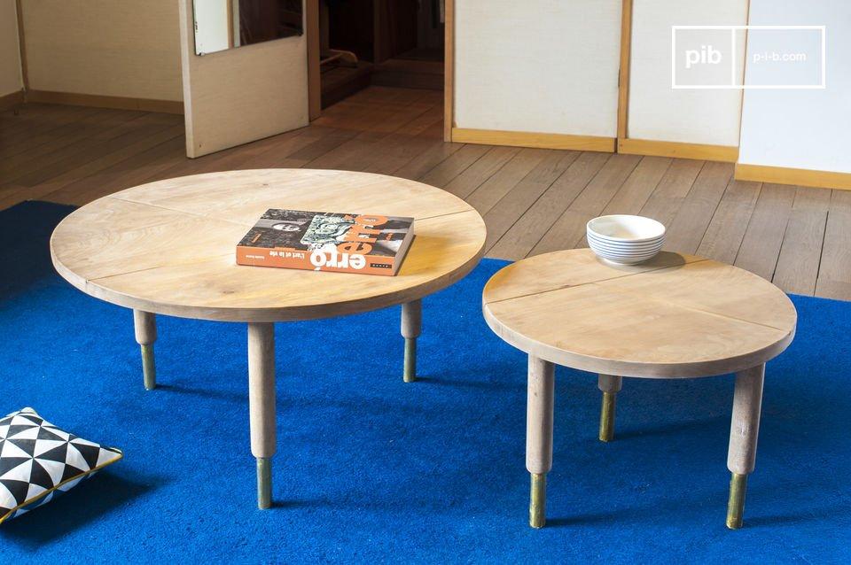 La mesa de centro Messinki tiene varios toques de oro que le dan su originalidad