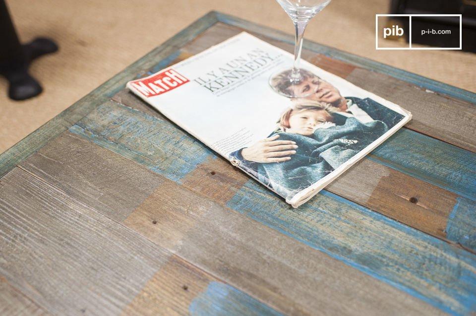 La patina que recubre la madera está hecha con capas succesivas de pintura