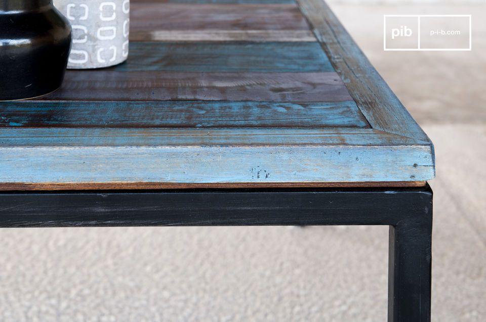 La patina que recubre estas mesas en crudo están hechas con capas succesivas de pintura