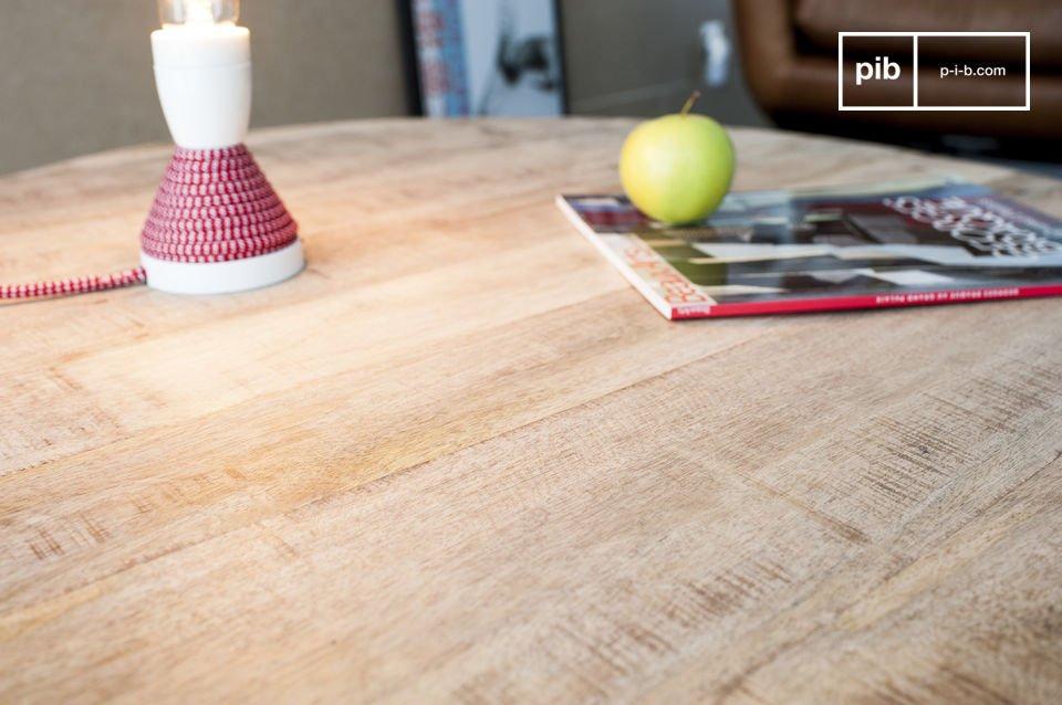 La mesa de centro Myrte combina la belleza elegante de la madera clara con la finura de una base