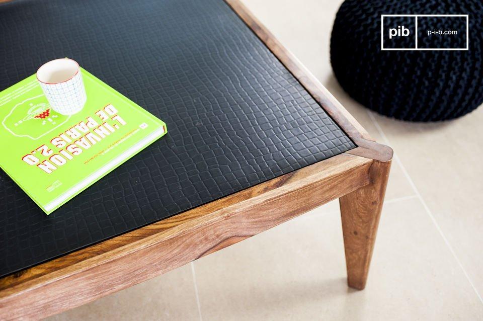 Una elegante y original mesa de centro hecha de madera solida