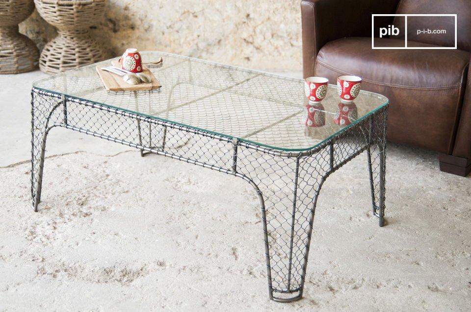 La estructura de esta mesa de centro está hecha de metal