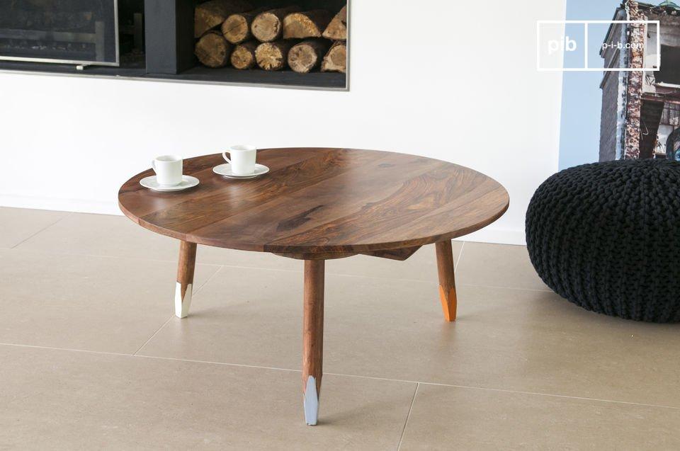 La mesa de centro trípode es una elegante pieza que aportará carácter escandinavo en su interior