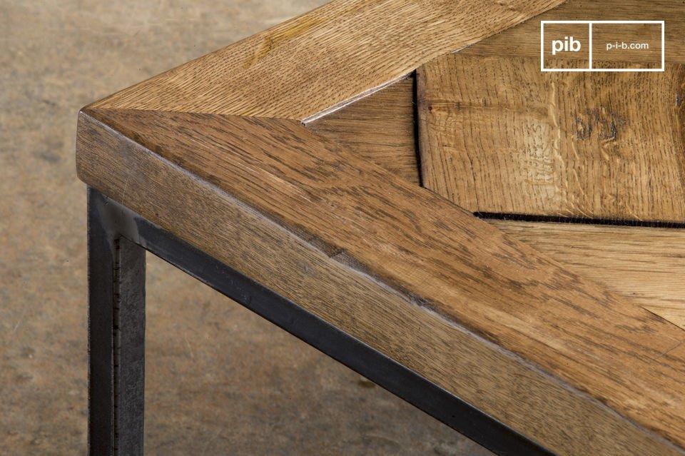 La mesa de centro Queens es un mueble estilo vintage que traerá encanto y elegancia a su sala de