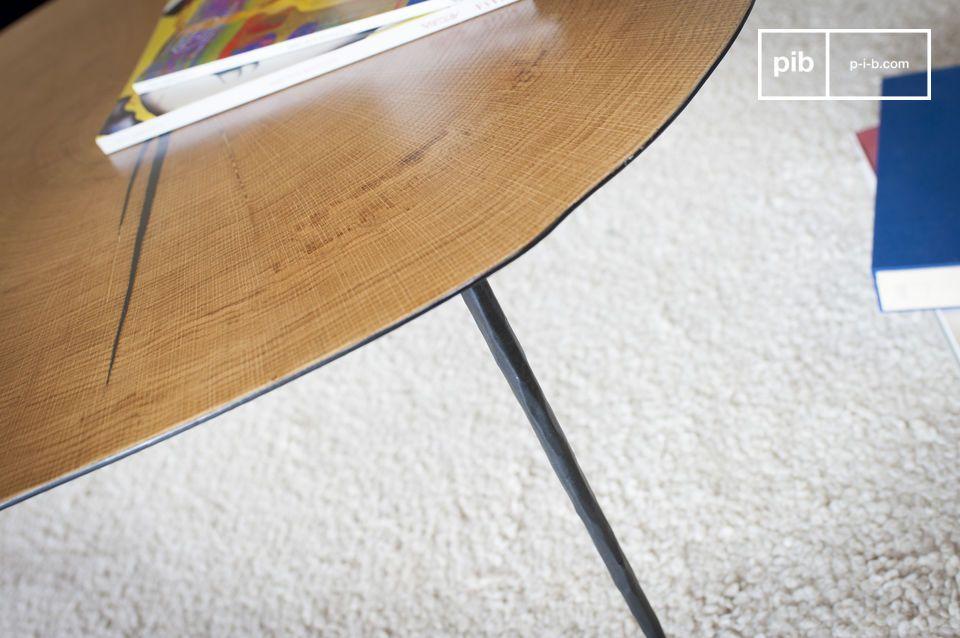 Admire aquí la combinación de metal y madera natural