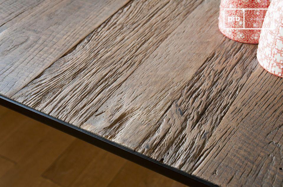 Elegante y robusta, la mesa de comedor Sherman ha sobrevivido décadas sin problemas