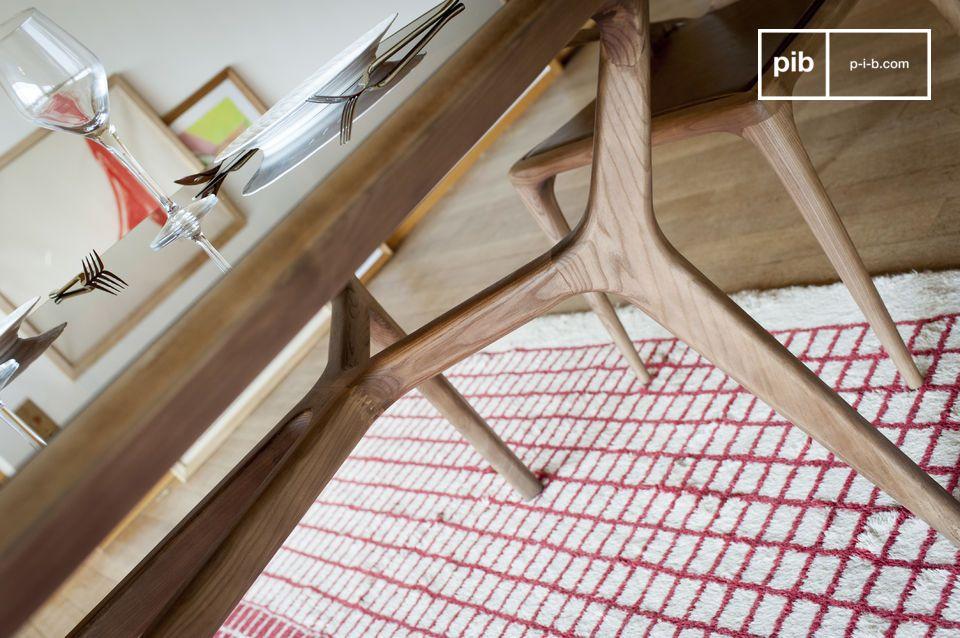 Sus líneas curvas y su cuidado acabado son el resultado de una notable carpintería que sublimará