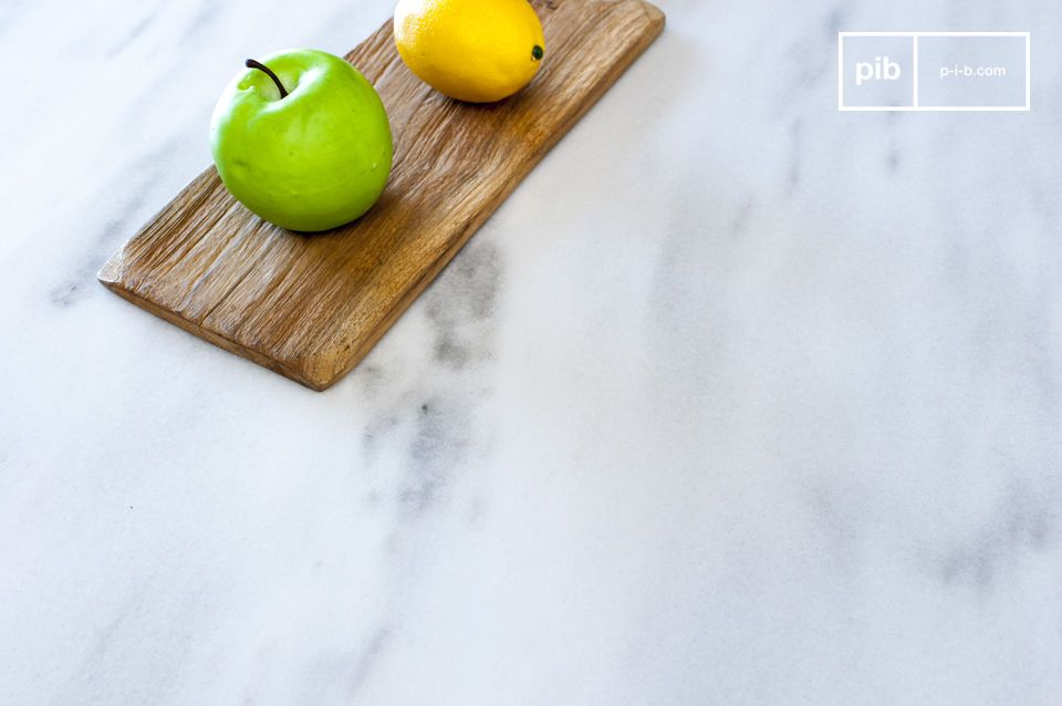 La gran mesa de comedor Gällo se compone de una gran encimera de mármol al estilo de Carrara