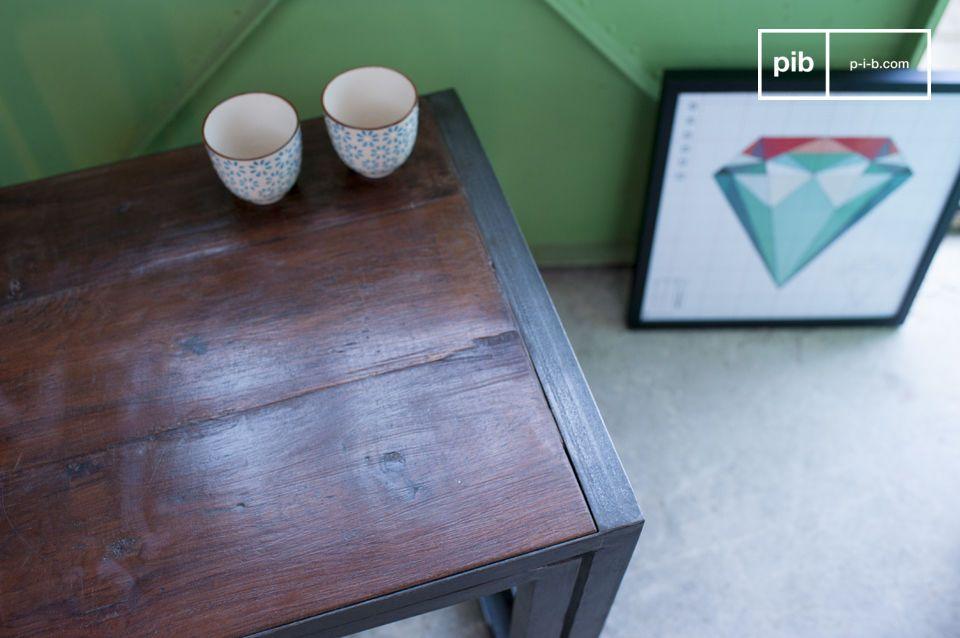 Las dos mesas se unen para formar una mesa de centro con todo el estilo industrial vintage