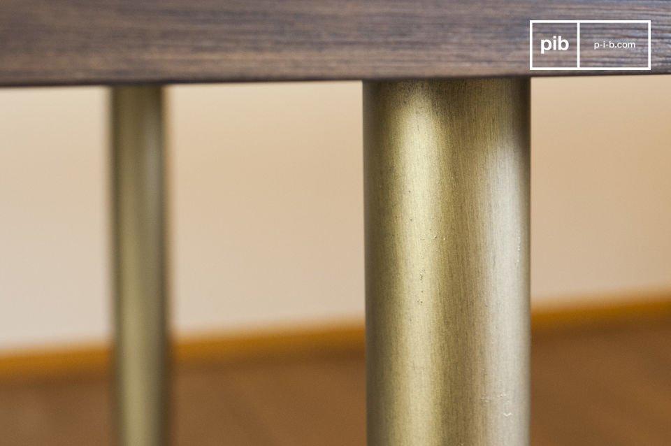 Se puede combinar la mesa de comedor Alienor con sillas negras