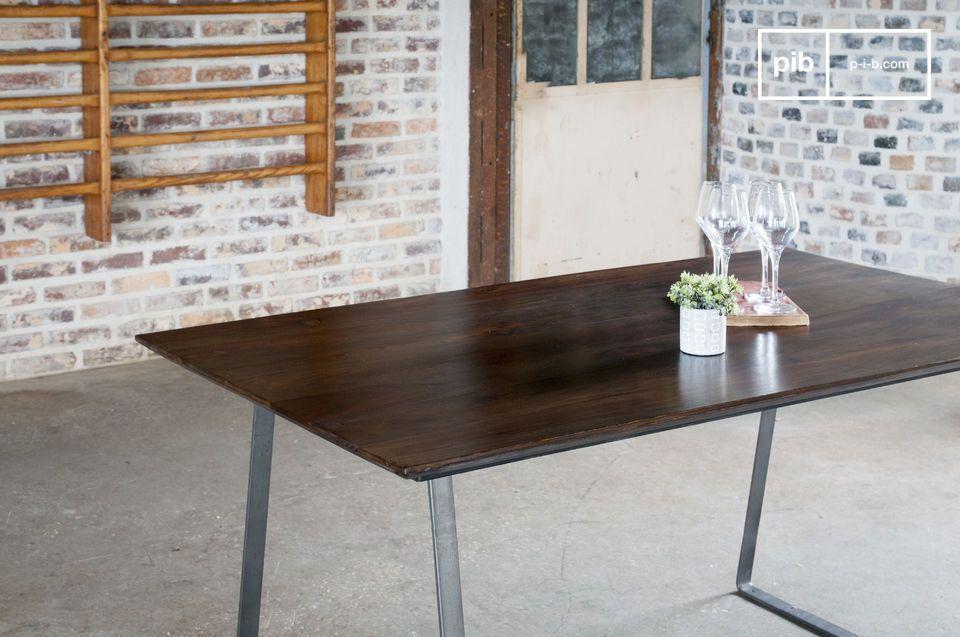 Una tabla con referencias estilísticas entre lo industrial y lo vintage escandinavo