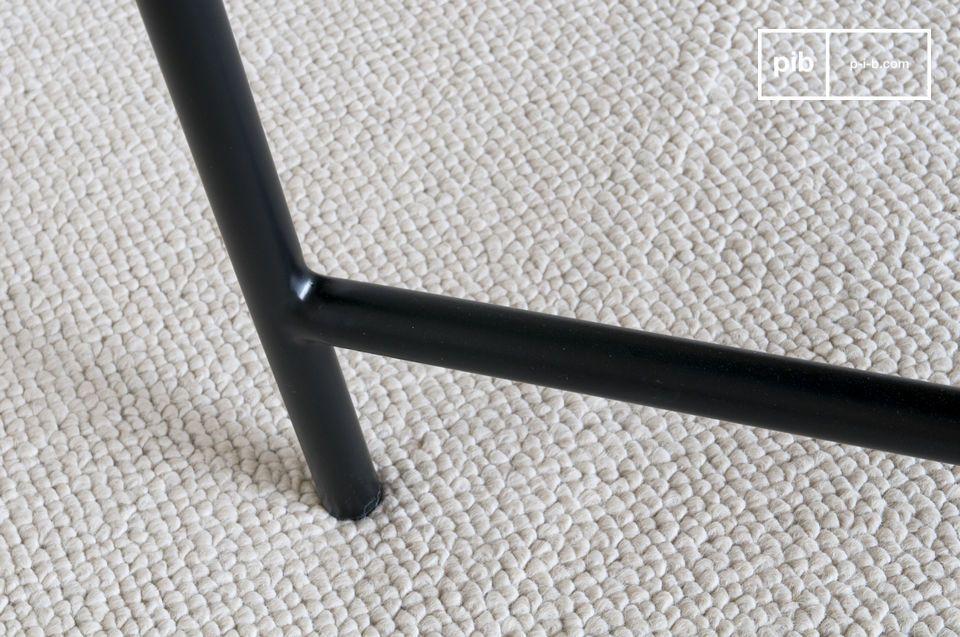 La perfecta sobriedad de una elegante mesa de mármol negro