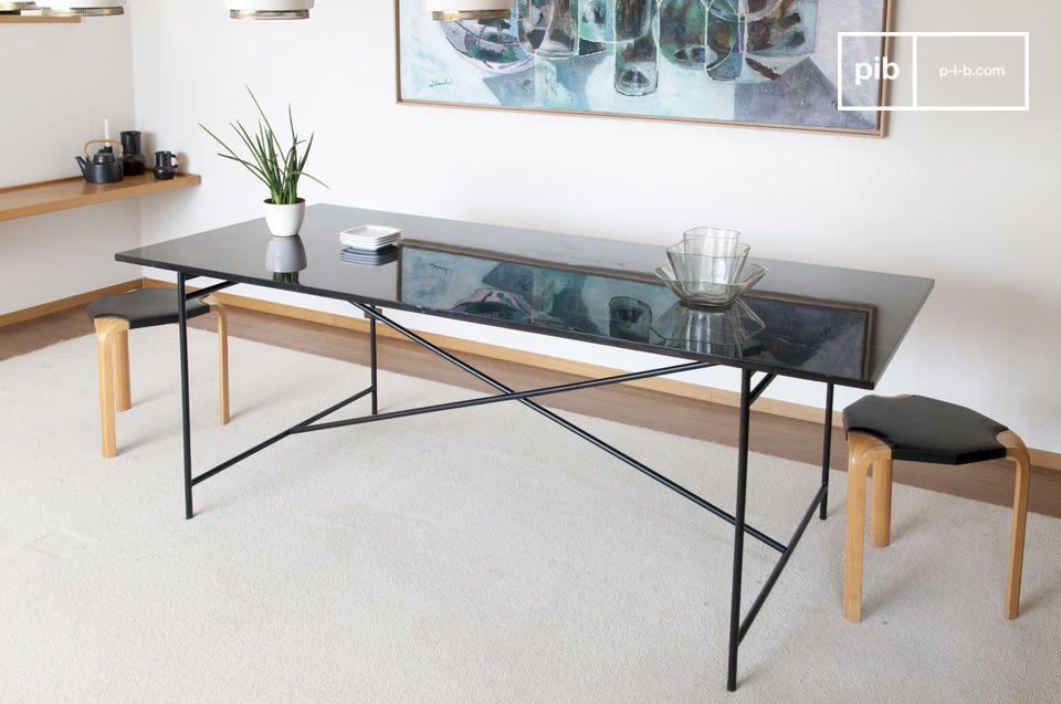 Mesa de mármol negro Thorning