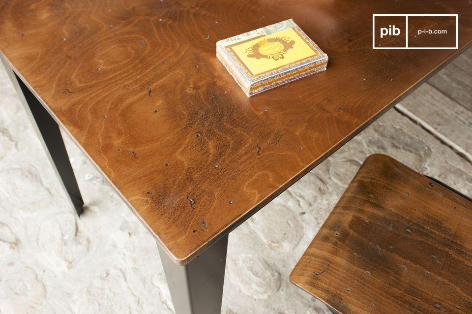 Un escritorio o mesa de comedor con un hermoso diseño industrial
